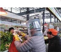 صور| الصينيون يواجهون كورونا بـ«البلاستيك»