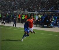 فيديو| جماهير الهلال تقتحم ملعب المباراة.. والأمن يتدخل