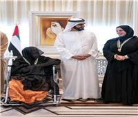 فيديو| بسبب قبلاتها الصباحية للطلاب.. وسام الدولة لـ«مُدرسة» في الإمارات