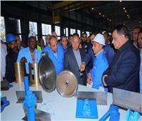 وزير النقل يتفقد ورش أبوزعبل المتخصصة في صيانة عربات القطارات