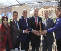 درع شخصية العام الأكاديمية لرئيس قسم الإعلام بجامعة بعين شمس