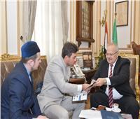 رئيس جامعة القاهرة يبحث مع وفد أكاديمية بلغار الإسلامية سبل التعاون