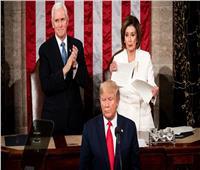 بالفيديو| قبل حسم مسألة عزله.. صراع «التجاهل والانتقام» يشتعل بين ترامب وبيلوسي