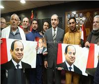 صور| «العائدين من اليمن».. رسائل مؤثرة وفرحة عارمة بكفر الشيخ أثناء استقبالهم