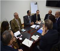 نائب وزير الإسكان يلتقي مسئولي بنك الاستثمار الأوروبي لبحث سبل التعاون