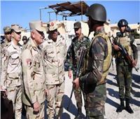 صور| رئيس الأركان يتفقد عدد من الأكمنة والارتكازات الأمنية بشمال سيناء