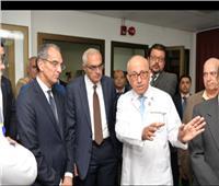وزير الاتصالات يتفقد مشروع «التشخيص عن بعد» بجامعة المنصورة