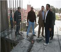 نائب محافظ القاهرة يشرف على عمليات إزالة عقارات مخالفة بالزاوية الحمراء