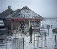 بالصور والفيديو| «الأعنف منذ 7 سنوات».. العاصفة سيارا تتسبب بشلل تام في بريطانيا