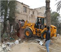 إزالة تعديات على أراضي أملاك الدولة بحي عتاقة في السويس
