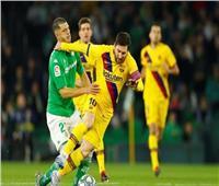 برشلونة يتعادل مع بيتيس في اللحظات الأخيرة من الشوط الأول