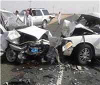 مصرع وإصابة 15 شخصا بحادث تصادم سيارتين في المنيا