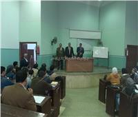 نائب رئيس جامعة بنها يتفقد سير الدراسة بكلية الحقوق