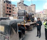 حملات مرورية كبرى على التكاتك والسيارات المخالفة بميادين المحلة