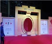 الاستعدادات النهائية لحفل افتتاح مهرجان أسوان الدولي لأفلام المرأة