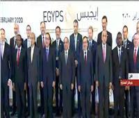 الرئيس السيسي يلتقط صورة تذكارية مع المشاركين بـ «إيجبس 2020»