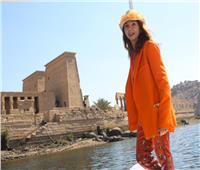 المغنية الإسبانية الشهيرة تزور معبد «فيلة» تنشيطًا للسياحة  صور