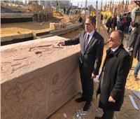 صور  اللمسات الأخيرة لآخر جزء من مسلة ميدان التحرير على شكل «بن بن»