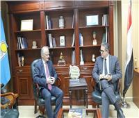 «العناني» يستقبل سفير اليونان لبحث سبل التعاون السياحي