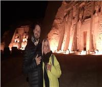 بالصور.. المغنية الإسبانية فيكتوريا أبريل في معبد أبوسمبل