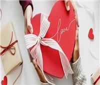 الإتيكيت بيقولك | فن اختيار وتقديم هدايا عيد الحب
