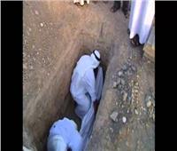 ما هي الطريقة الصحيحة في إدخال الميت القبر؟.. «البحوث الإسلامية» يجيب