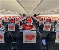 بالصور| بهذه الطريقة احتفلت «مصر للطيران» مع عملائها بعيد الحب