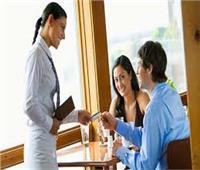 الإتيكيت بيقولك| «سابني ادفع الحساب» .. تعرف على إتيكيت الدفع للرجل والمرأة