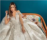 «3 أمتار تول وذيل فرنساوي».. منة عرفة بفستان زفاف في أحدث ظهور