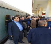 على الموتور..رئيس «السكة الحديد» يتفقد برجي إشارات الفردان والقنطرة