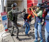 انتهاك جديد.. الاحتلال يعتدي على طاقم تلفزيون فلسطين في دير نظام