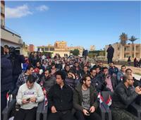 صور..فرحة المصريين العائدين من الصين عقب فض الحجر الصحي بمطروح