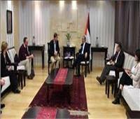 رئيس الوزراء الفلطسطيني يطلع وفدا برلمانيا بريطانيا على المستجدات السياسية