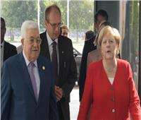 «عباس» يطلع «ميركل» على الموقف الفلسطيني الرافض لخطة السلام الأمريكية