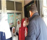السكرتير العام المساعد لمحافظة القليوبية يستمع لشكاوى المرضى بالمنشأة