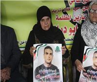 عند سجن الرملة الإسرائيلي.. «أم الشهيد والأسيرين» ممنوعة من رؤية ابنها السجين