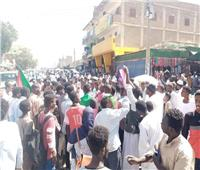 الشرطة السودانية تخلي محيط القصر الجمهوري بعد إطلاق للغاز المسيل للدموع