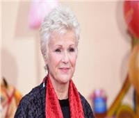 الممثلة البريطانية دام جولي والترز تعلن إصابتها بسرطان القولون