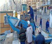 بالصور| إزالة حطام مراكب الصيد بشاطئ ميامي في الإسكندرية