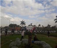 صور| الأتوبيس الخاص بنادي الزمالك يصل أمام صالة 4 بمطار القاهرة
