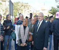 رئيس جامعة القاهرة يتفقد الحرم ..ويجري حوارًا مفتوحًا مع الطلاب