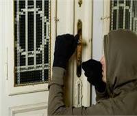 اليوم  محاكمة 5 متهمين بسرقة ربة منزل بالأهرام