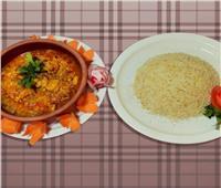 طبق اليوم ..  «جمبري بالكاري مع الأرز»