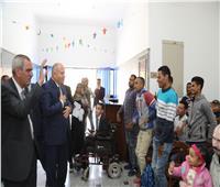 محافظ قنا يعقد لقاءً لمناقشة طلبات ذوي الاحتياجات الخاصة