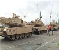 فيديو| تفريغ عربات عسكرية أمريكية في ميناء ألماني
