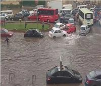 بسبب الأمطار .. إزدحام وشلل مروري بجميع أنحاء القاهرة