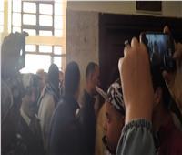 صور| وصول راجح ورفاقه المتهمين في قضية شهيد الشهامة إلى المحكمة