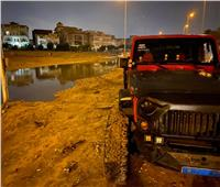«شهامة المصريين».. ملاك الـ«جيب» ينقذون السيارات الغارقة