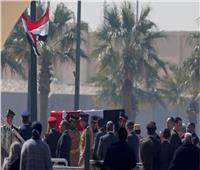 جنازة مبارك| رجال الرئيس الأسبق يشاركون في تشييع جثمانه