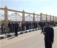 جنازة مبارك | «أبناء مبارك» يصطفون للدخول إلى مسجد المشير طنطاوي لتشييع جثمانه .. فيديو